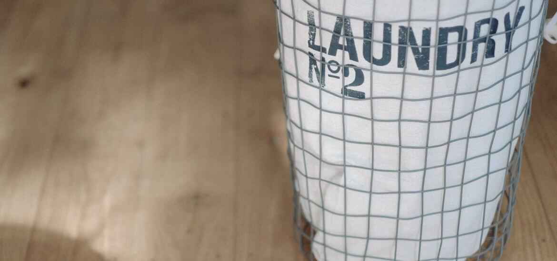 antibagno in appartamento, sacco lavanderia per antibagno