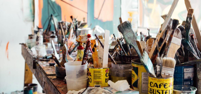 ristrutturazione casa, pennelli per dipingere parete, cila