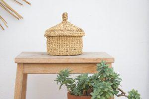 cestino forma di trullo in paglia