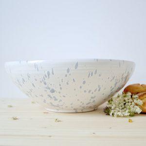 insalatiera in ceramica bianca con gocce blu