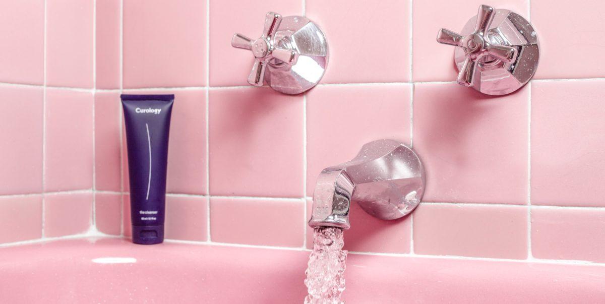 bagno rosa acqua scorre
