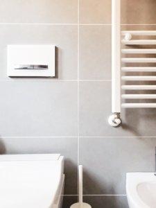 bagno moderno bianco grigio